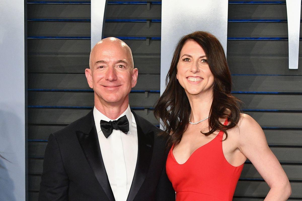 Jeff Bezos Ex Wife May Get 70 Billion As Settlement Lens